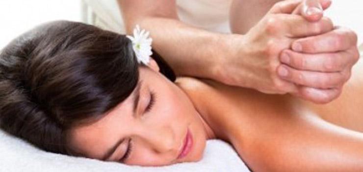 Die Anti Cellulite Massage wirkt Problemzonen aktiv entgegen.